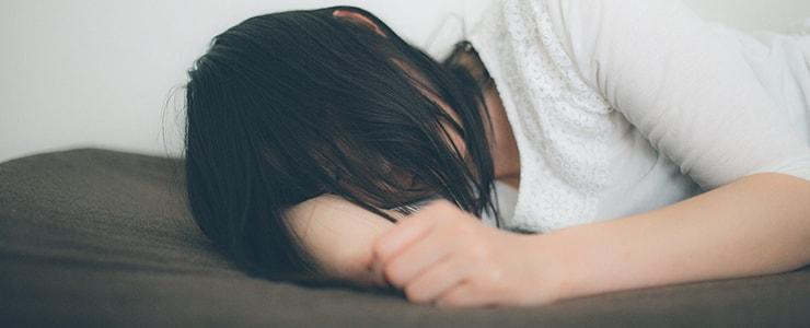悪質なアマギフ買取業者の被害に一人泣く女性