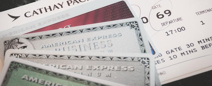 クレジットカードと飛行機チケット
